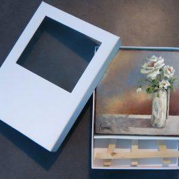 Miniatuur schilderij Witte roosjes in vaasje Atelier for Hope kunst kado.