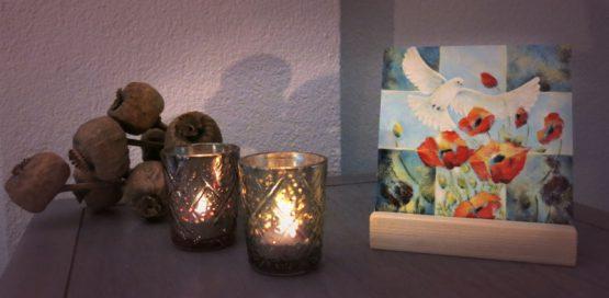 Schilderij Leven, duif met klaprozen giclee of tegel Atelier for Hope Doetinchem kunstkado's belijdeniskado
